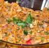Salata de fructe de mare cu paste - reteta