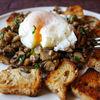 Sunday breakfast: oua posate cu duxelle de ciuperci si crutoane