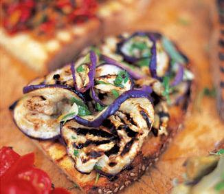 Reţeta lui Jamie Oliver: Bruschete cu vinete şi mentă