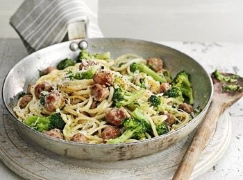 Paste carbonara cu broccoli și cârnați