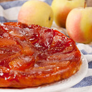 """Tartă """"Tatin"""" franţuzească cu mere caramelizate"""