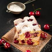 Prăjitură cu cireșe și iaurt