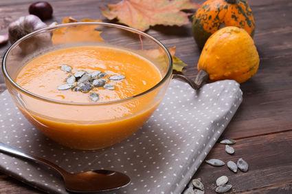 Supă cremă de dovleac, un deliciu de toamnă