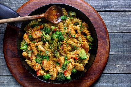 Paste cu broccoli şi pui la rotisor
