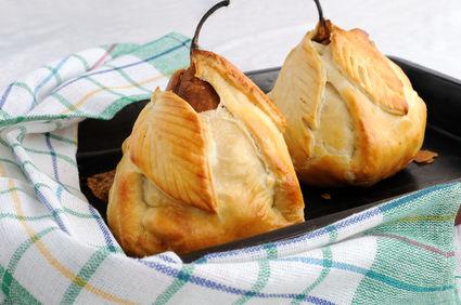 Pere coapte în foitaj, umplute cu nuci şi miere