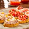 Bruschete cu salata de ton