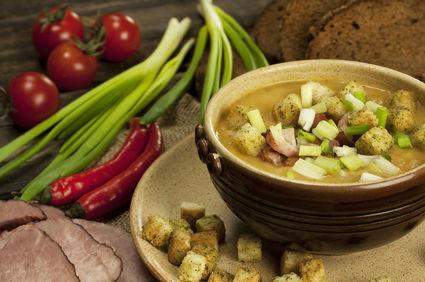 Supă delicioasă cu cartofi şi şuncă
