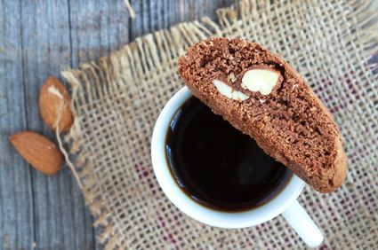Biscotti cu ciocolată şi alune de pădure