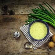 Supă de ceapă verde, un preparat cu gust de primăvară