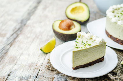 Cheesecake fără coacere cu avocado și lime