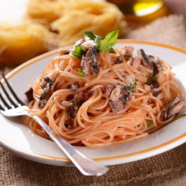 Spaghete cu sos de ceapă şi anşoa