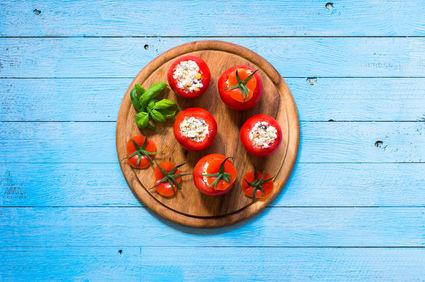 Roşii umplute cu salată grecească