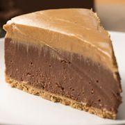 Cheesecake fără coacere cu ciocolată şi unt de arahide