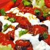 Yogurtlu Kebab  frigarui turcesti din carne tocata, cu sos de iaurt si rosii