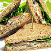 Sandwichuri cu somon fume, avocado si wasabi