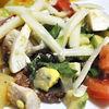 Salata Cobb  deliciu cu legume, avocado si pui