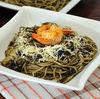 Spaghete cu cerneala de sepie, calamari si creveti