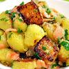 Salata calda de cartofi cu somon fume si vinegreta