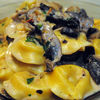 Tortellini cu sunca de Parma si sos cremos de ciuperci