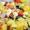 Salata mediteraneana cu feta si vinegreta cu usturoi