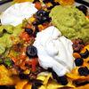 Nachos Grande  tortilla chips cu Pico de Gallo, fasole, guacamole si branza