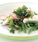 Salata de fasole cu piept de pui afumat