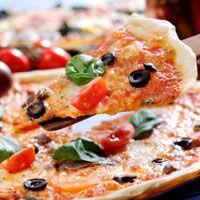 Pizza cu pui si sos alb