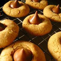 Prajiturele cu bomboane de ciocolata si unt de arahide