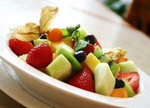 Salata de fructe cu sos de citrice