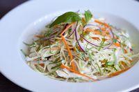 Salata de pui cu morcov, telina si mere