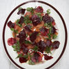 Reţeta lui Jamie Oliver: Salată cu sfeclă roşie şi somon afumat