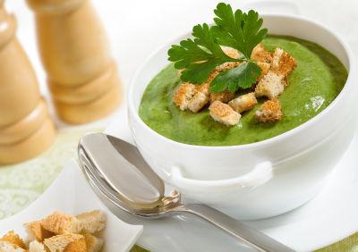Supă de broccoli cu usturoi şi cartofi