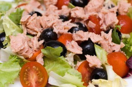 Salată cu ton şi mărar