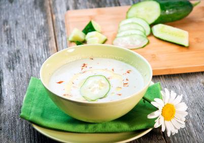 Reţetă Andreea Raicu: Supă rece de castraveţi cu iaurt. Poftă bună!