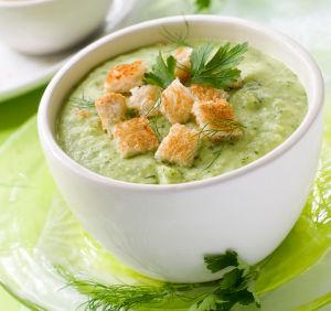 Reţetă Andreea Raicu: Supă de mazăre verde cu mentă. Poftă bună!