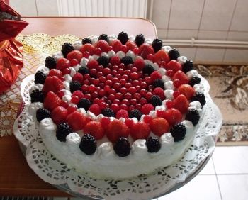 Ornarea torturilor cu fructe
