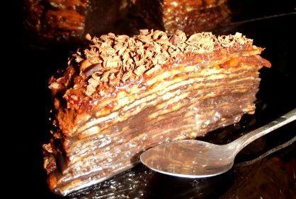 Tort de clatite cu dulceata de gutui si ciocolata