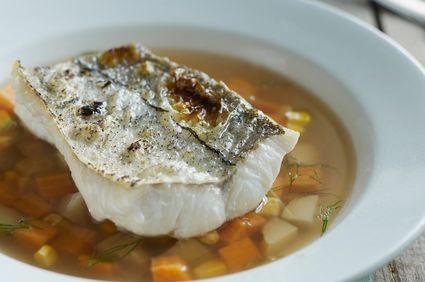 Reţete: Supă de peşte cu orez şi migdale tocate
