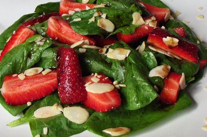 Salata de spanac cu capsuni si migdale