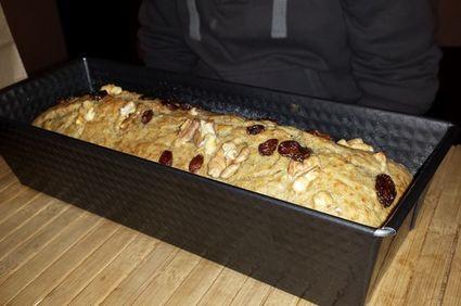 Banana bread cu stafide și nuci