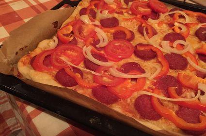 Pizza rapidă, cu ce găsești în frigider