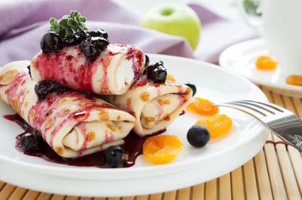 Clătite cu ricotta și sos de afine