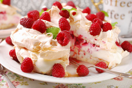 Prăjitură Pavlova cu fructe de pădure
