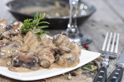 Ciuperci sote cu ierburi aromate şi smântână