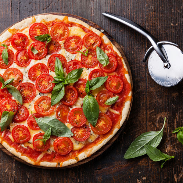 Pizza cu roşii cherry şi brânză de capră