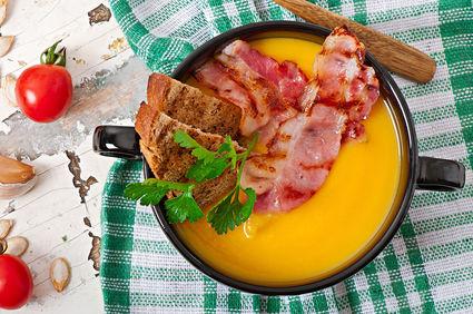 Supă cremă de dovleac cu mere și bacon