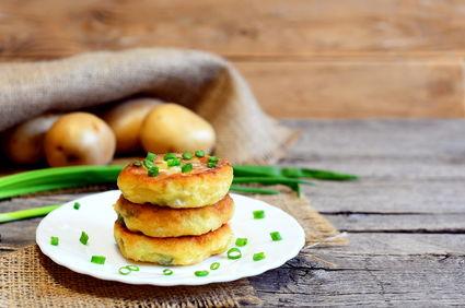 Chifteluțe de cartofi cu usturoi și verdeață