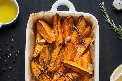 Cartofi dulci cu parmezan la cuptor