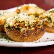 Ciuperci umplute cu bacon și cremă de brânză