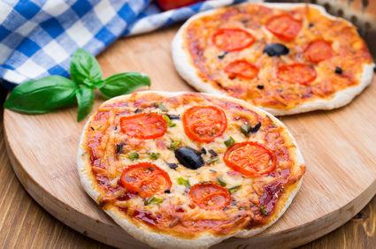 Mini-pizza la tigaie cu ciuperci și roșii cherry